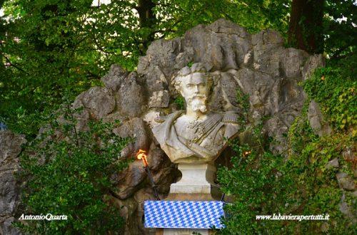 Murnau, il monumento a Re Ludwig II, la sfilata e l'Hotel Post