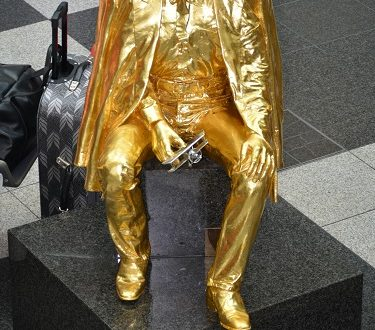 Monaco, il monumento a Re Ludwig II in Aeroporto