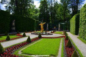 Castello di Linderhof: particolare del (curatissimo) parco