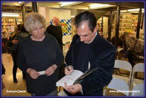 """Ferrara """"La Feltrinelli"""", l'autografo dell'autore (quale onore)"""