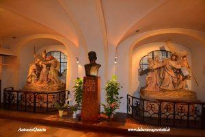 Monaco, Burgersaal monumento a Padre Mayer