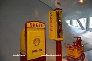 Mercedes-Benz Museum, una delle prime pompe di benzina