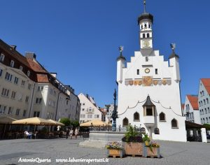 Kempten., Rathausplatz con il Municipio (Rathaus)