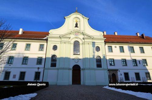 La chiesa di San Marinus e Ananius